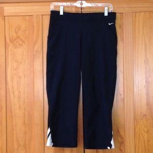 NIKE Black Athletic Capri Pants S